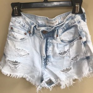 High rise, distressed shorts